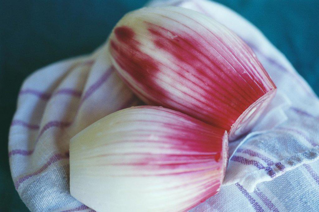 Peeled shallots : Stock Photo