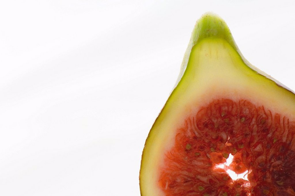 Stock Photo: 1747R-9180 Fresh fig slice