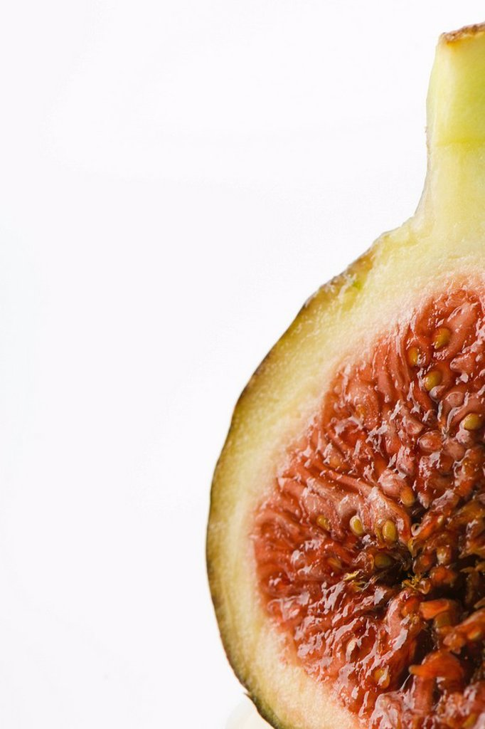 Stock Photo: 1747R-9336 Fresh fig, cross section, cropped
