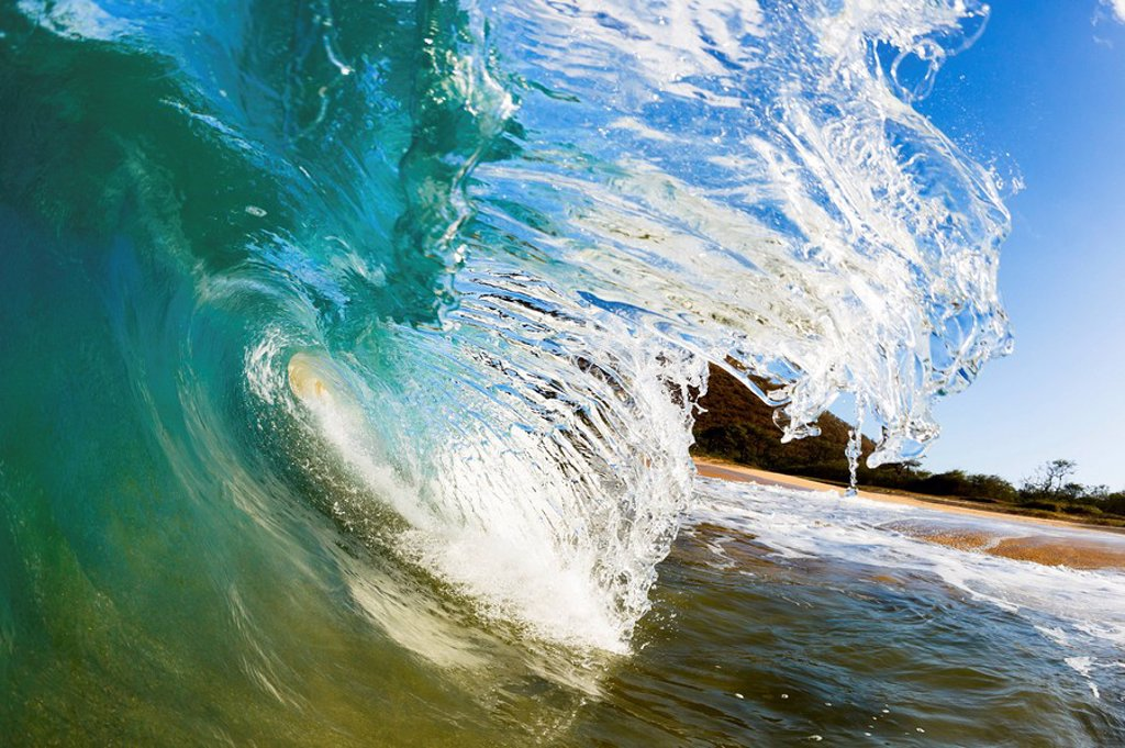 Stock Photo: 1760-12933 Hawaii, Maui, Makena, Beautiful wave breaking, view from inside the barrel