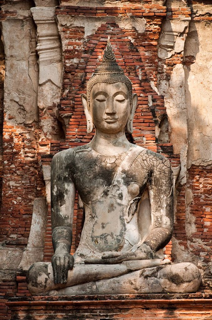 Thailand, Ayuttaya, Buddha statue at Wat Mahathat Buddhist temple ruins. : Stock Photo