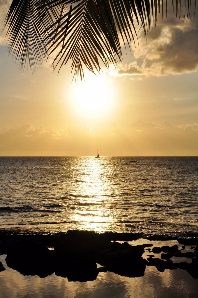 Hawaii, Oahu, Koolina, Sunset on the west shore of Oahu. : Stock Photo