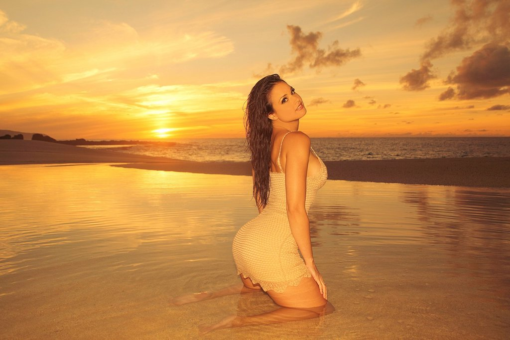 Stock Photo: 1760-14191 Hawaii, Sexy woman on beach during sunset.