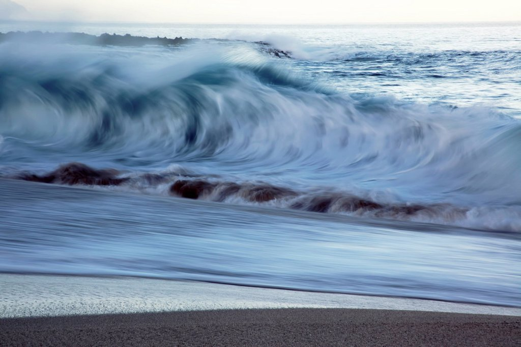 Hawaii, Oahu, Crashing wave on the North Shore. : Stock Photo
