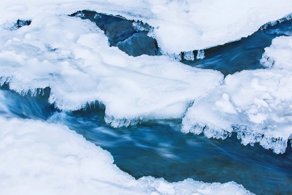 New York, Ithaca, Long exposure of partially frozen stream : Stock Photo