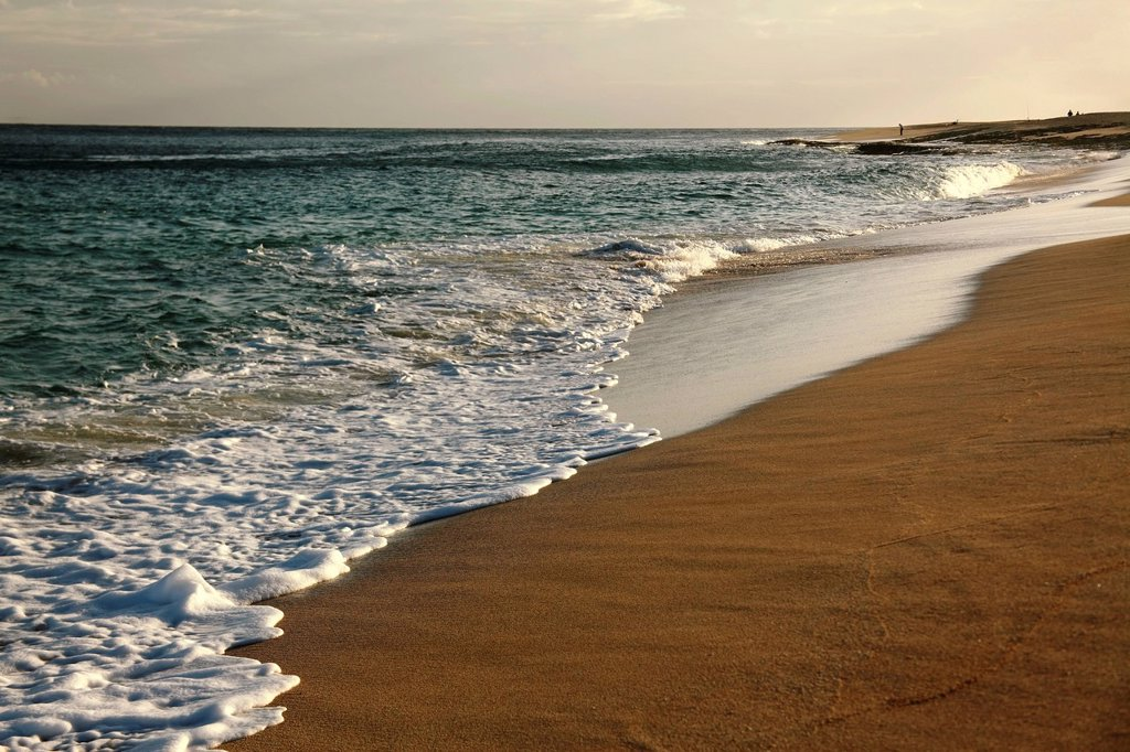 Hawaii, Oahu, North Shore, Waves rolling onto an empty beach : Stock Photo