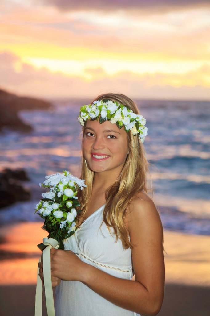 Hawaii, Oahu, Eternity Beach, Newlywed bride by the ocean : Stock Photo