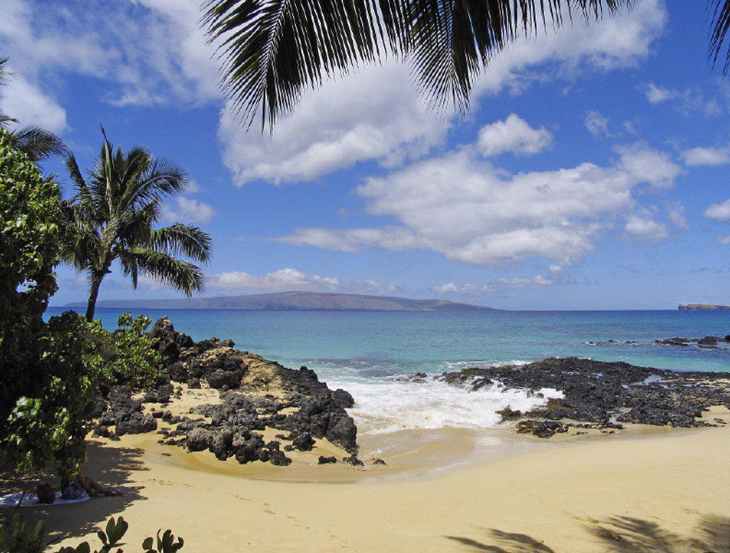 Hawaii, Maui, Makena, View from Secret beach of Kahoolawe and Molokini Islands. : Stock Photo