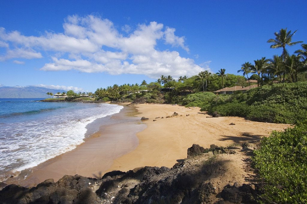 Hawaii, Maui, Makena, Chang´s Beach, blue sky, clouds, empty beach. : Stock Photo