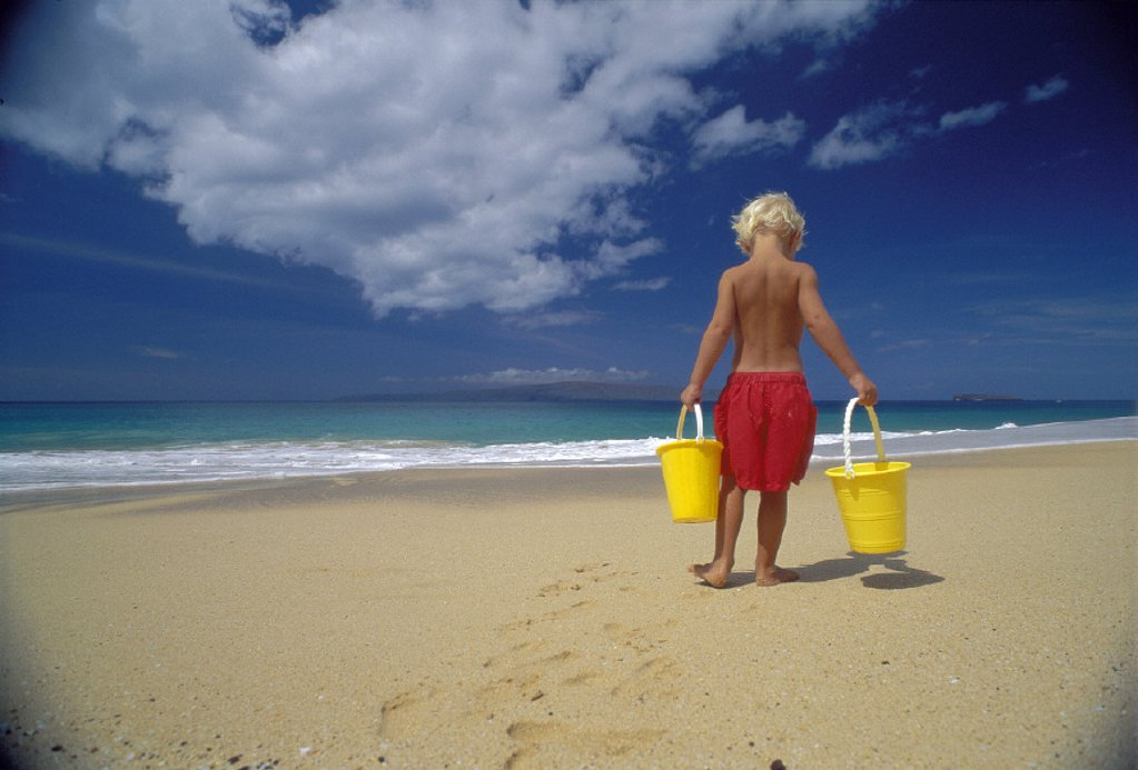 Hawaii Maui Makena Big Beach back vu blonde boy w/ yellow bucket, shoreline D1053 : Stock Photo