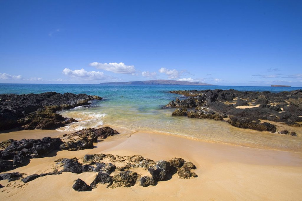 Hawaii, Maui, Makena, View from Secret beach of Kahoolawe and Molokini Islands. : Stock Photo
