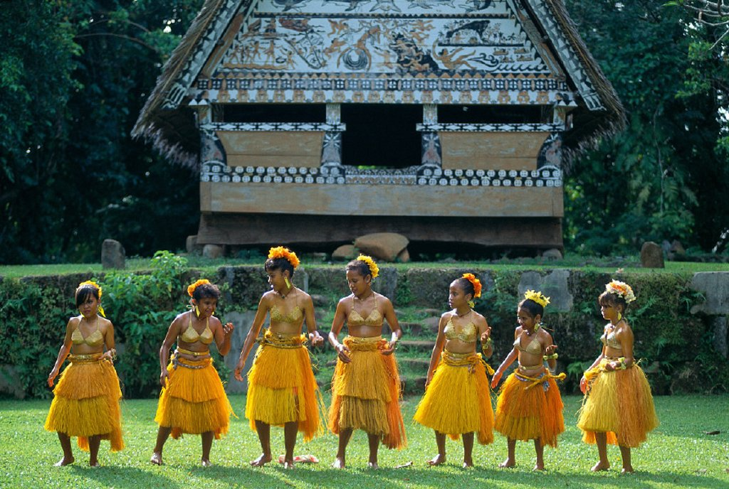 Micronesia, Palau, native dancers in front of Bai Koker A60G : Stock Photo