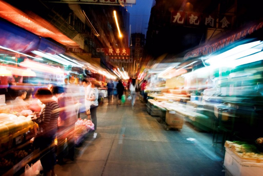 Hong Kong, Yau Ma Tei K, Crowds moving through Jordan side of the Temple Street Night Market. : Stock Photo