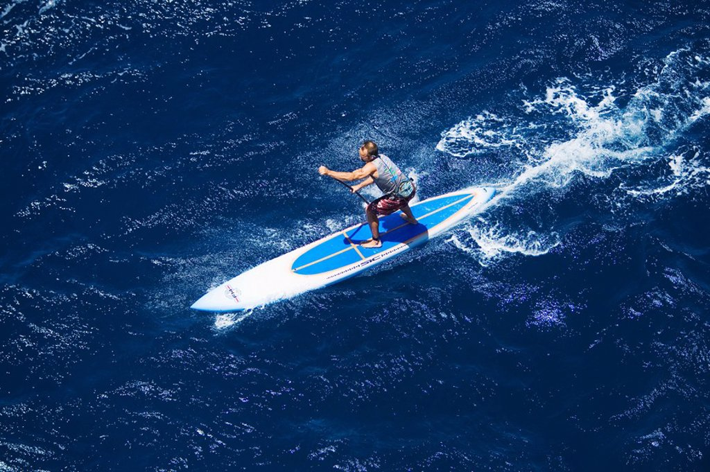 Hawaii, Maui, North Shore, Mark Raaphorst stand up paddling. : Stock Photo