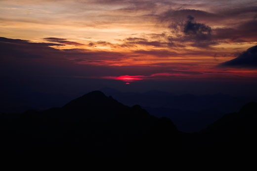 Silhouette of mountains at dusk, Huangshan Mountains, Anhui Province, China : Stock Photo