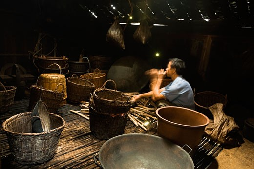 Side profile of a mature man weaving a bamboo basket, Jinkeng Terraced Field, Guangxi Province, China : Stock Photo