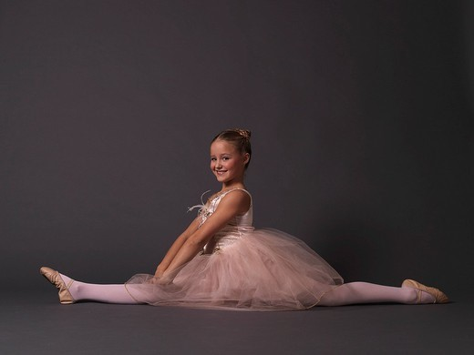 Ballerina doing the splits. : Stock Photo