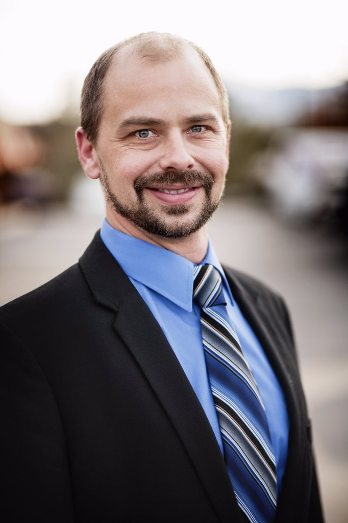 Portrait of smiling man in suit : Stock Photo