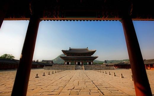 Courtyard and buildings at Gyeongbokgung : Stock Photo