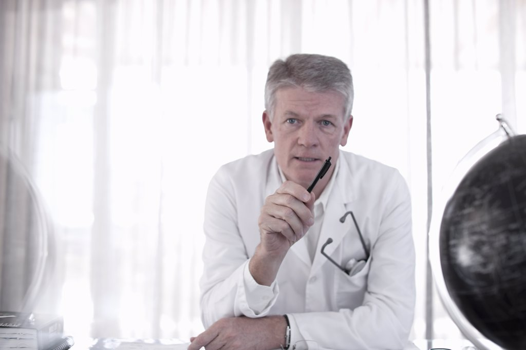Doctor talking to patient in office : Stock Photo