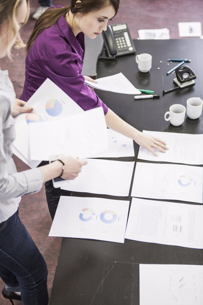 Business people organizing papers : Stock Photo