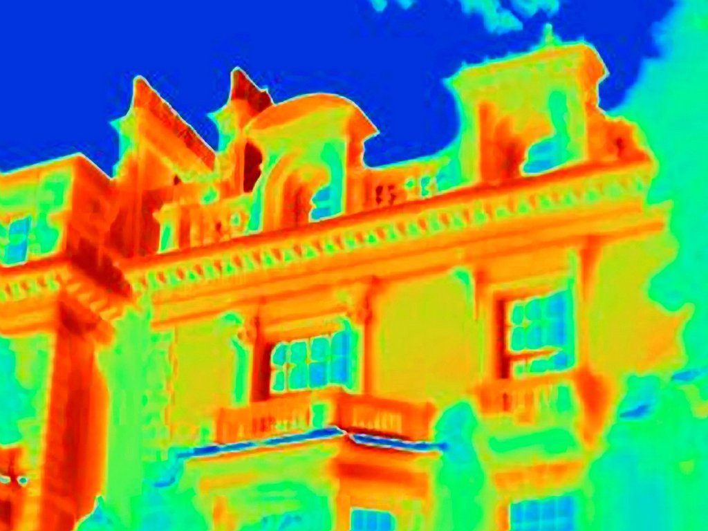 Stock Photo: 1773-91366 Thermal image of ornate building