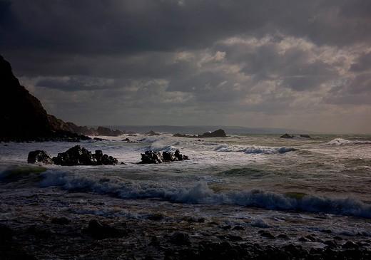 Waves crashing on rocky beach : Stock Photo