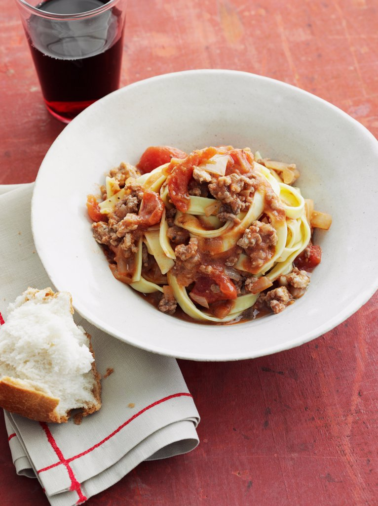 Fettucine Bolognese _ Crusty Bread, Red Wine, Mince, Peeled Tomatoes, Onions : Stock Photo