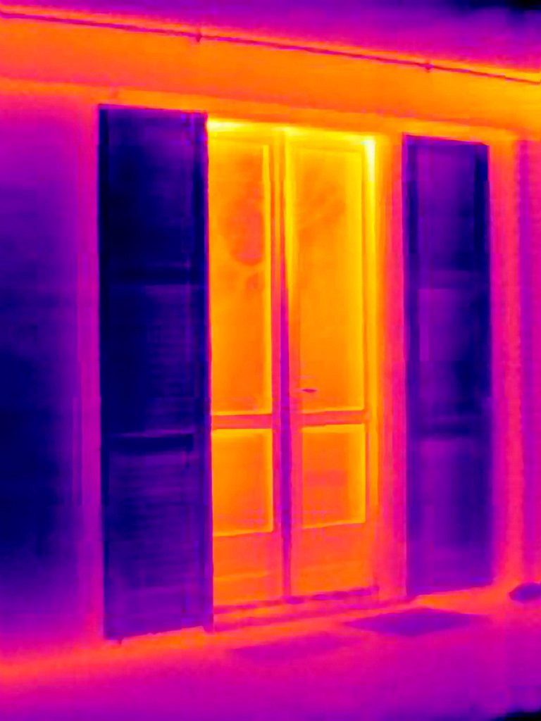 Stock Photo: 1773-99924 Thermal image of doors