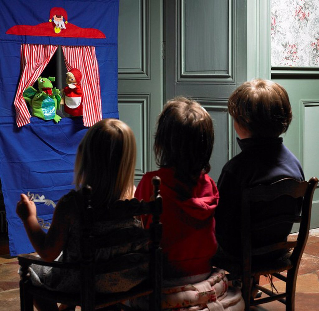 Stock Photo: 1773R-107249 Kids watching a puppet show