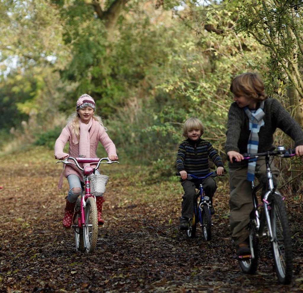 Stock Photo: 1773R-109058 Children riding bikes in countryside