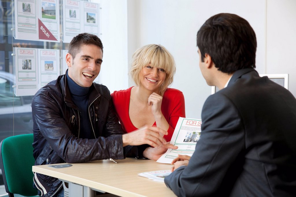 Stock Photo: 1773R-134969 Couple visiting estate agents office
