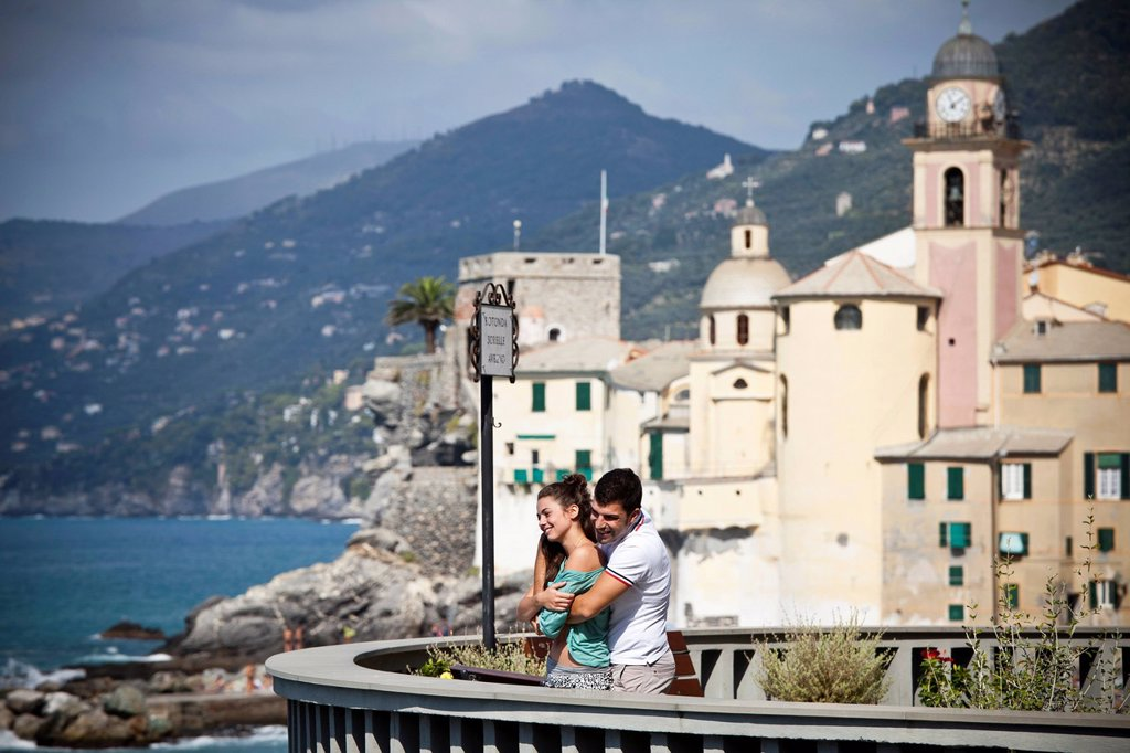 Stock Photo: 1773R-155532 Couple on vacation admiring scenery