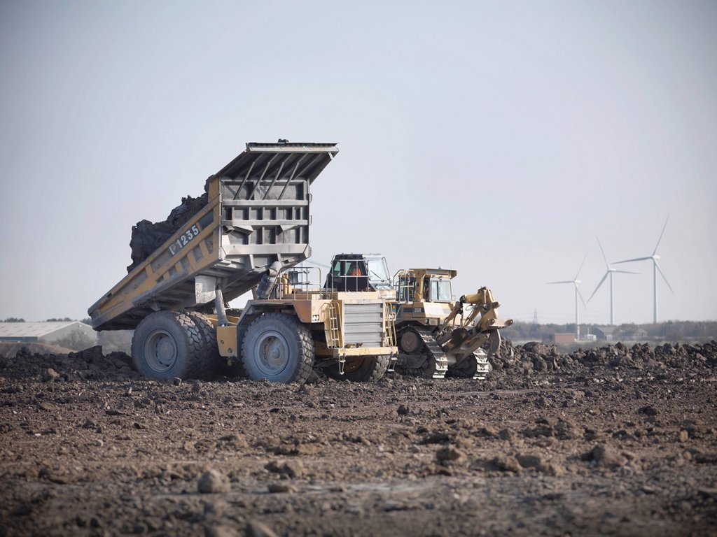 Stock Photo: 1773R-164422 Construction equipment at coal mine