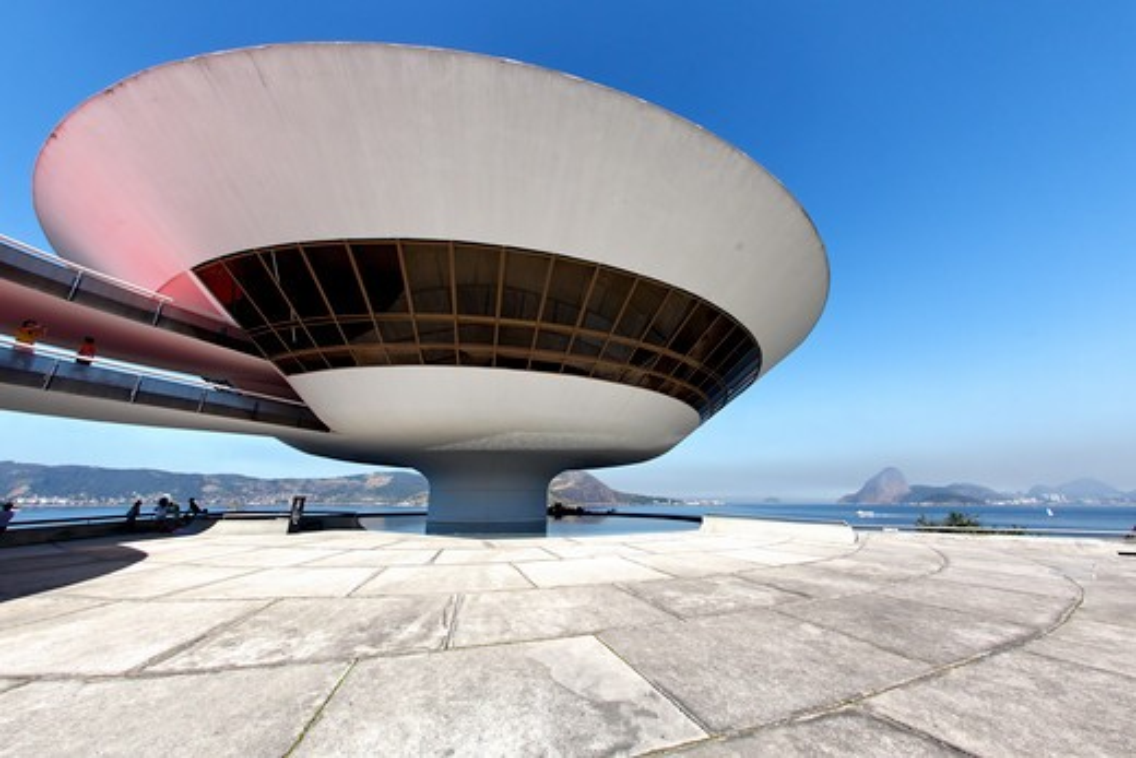 Stock Photo: 1774-695 Brazil, Niteroi, Contemporary Art Museum, Saucer Loke Modern Building
