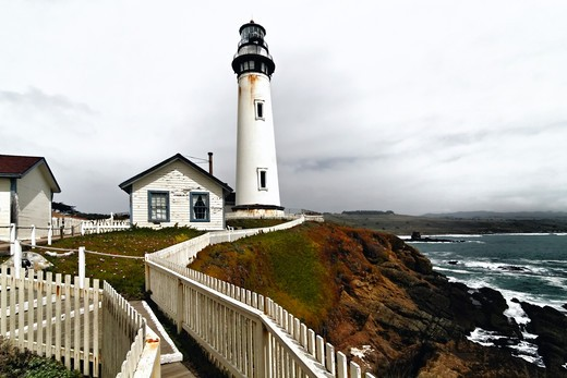 Stock Photo: 1774-772 USA, California, San Mateo County, Pigeon Point, Lighthouse with Keeper's House