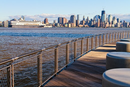 USA, New Jersey, Hoboken, View of Hudson River and Lower Manhattan from Pier C Park : Stock Photo