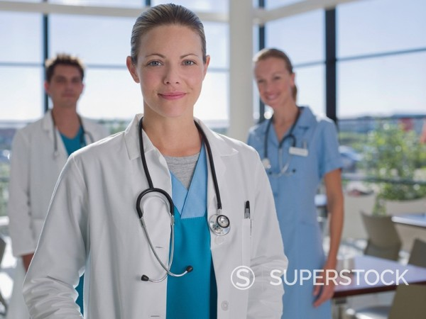 Doctors and nurse standing in cafeteria : Stock Photo