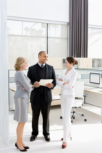 Business people talking in modern office : Stock Photo