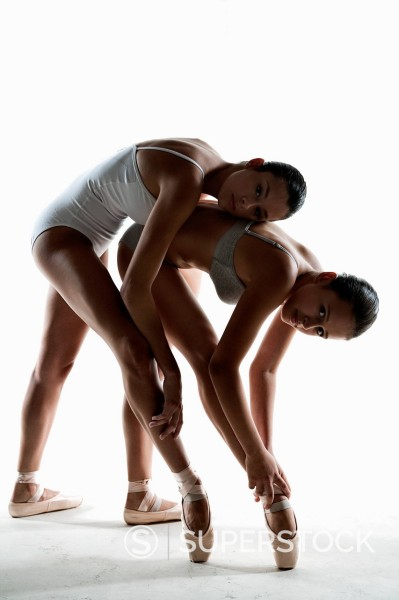 Stock Photo: 1775R-29273 Ballet dancers posing on pointe