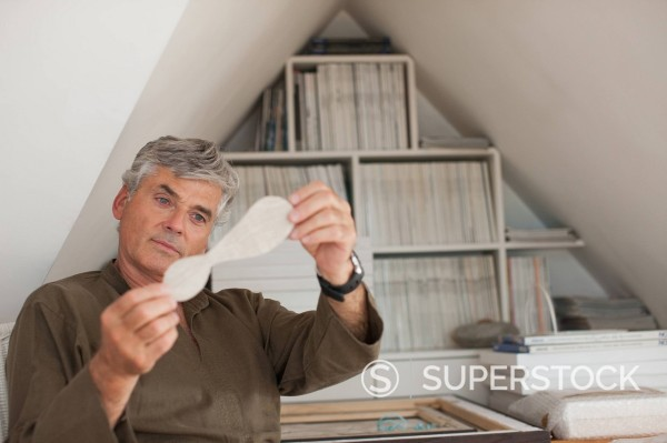 Stock Photo: 1775R-35493 Man looking at art items
