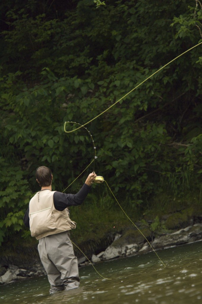 Solo male fly fishing in western Washington : Stock Photo