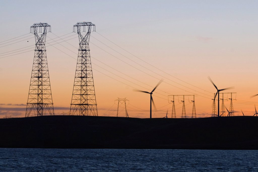 Stock Photo: 1778R-19942 Wind turbines and power transmission lines at sunset near San Francisco