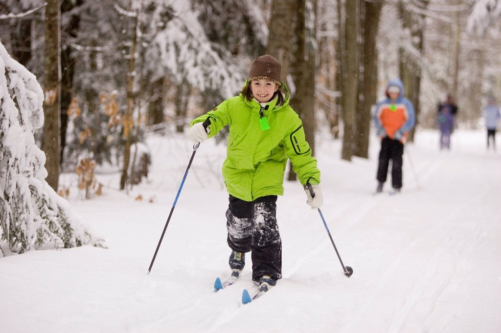 Stock Photo: 1778R-5992 Children Cross Country Skiing in Dayton, Maine.