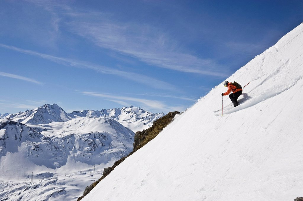 A young man skis down a steep slope at St. Anton am Arlberg, Austria. : Stock Photo