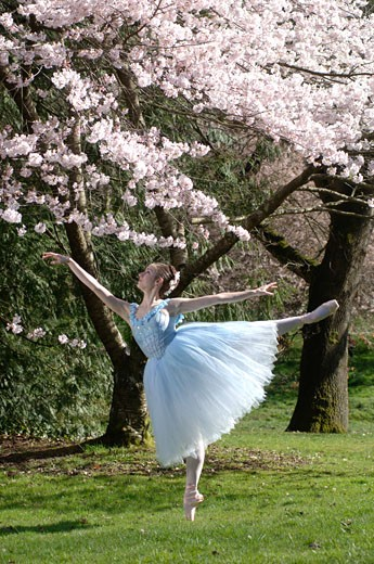 Stock Photo: 1779R-16357 Ballerina dancing outdoors