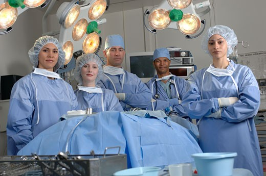 Stock Photo: 1779R-16385 Surgeons in operating room