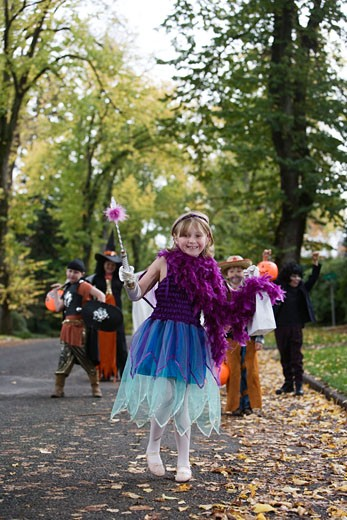 Children trick or treating on Halloween : Stock Photo