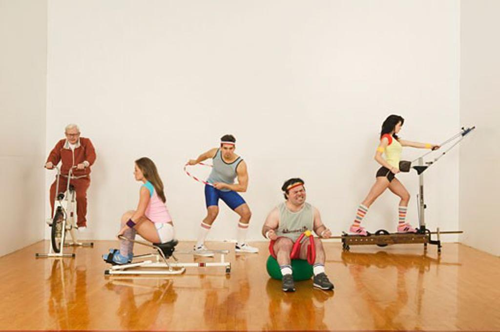 People exercising on exercise machines : Stock Photo