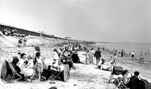 Canvey Island, the Beach c1960 : Stock Photo